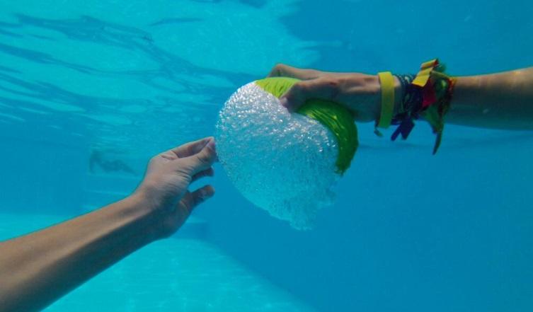 globo-reventado-piscina-sourcezilla