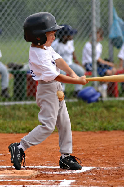 nino-beisbol-pelota